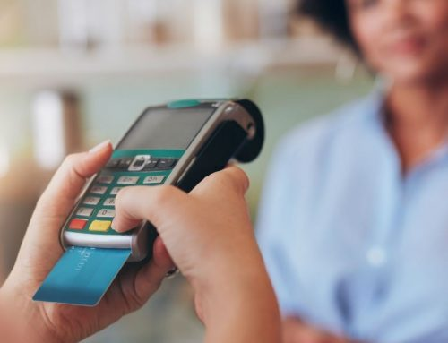 Cuando pagas con tarjeta en el extranjero, ¿Es mejor pagar con la moneda local o la de tu país?